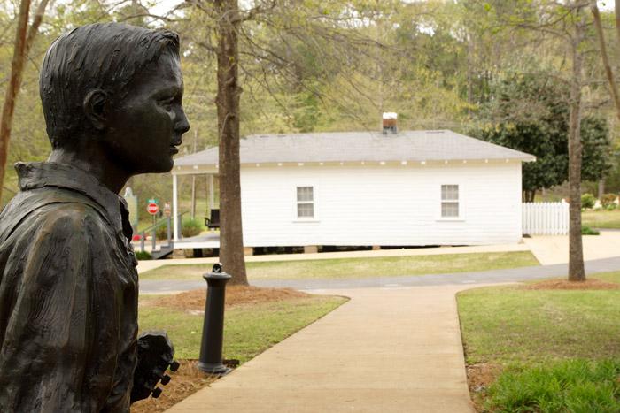 Elvis Statue vor Birthplace