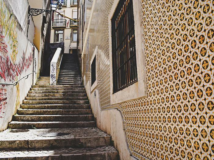 Gelbe Azulejos Lissabon