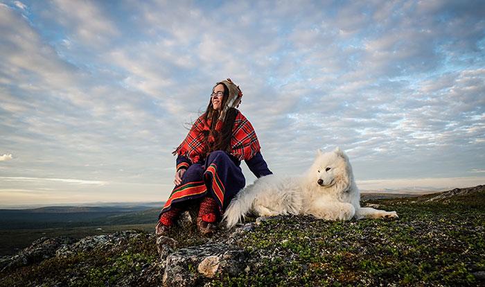 Sami Frau Hund