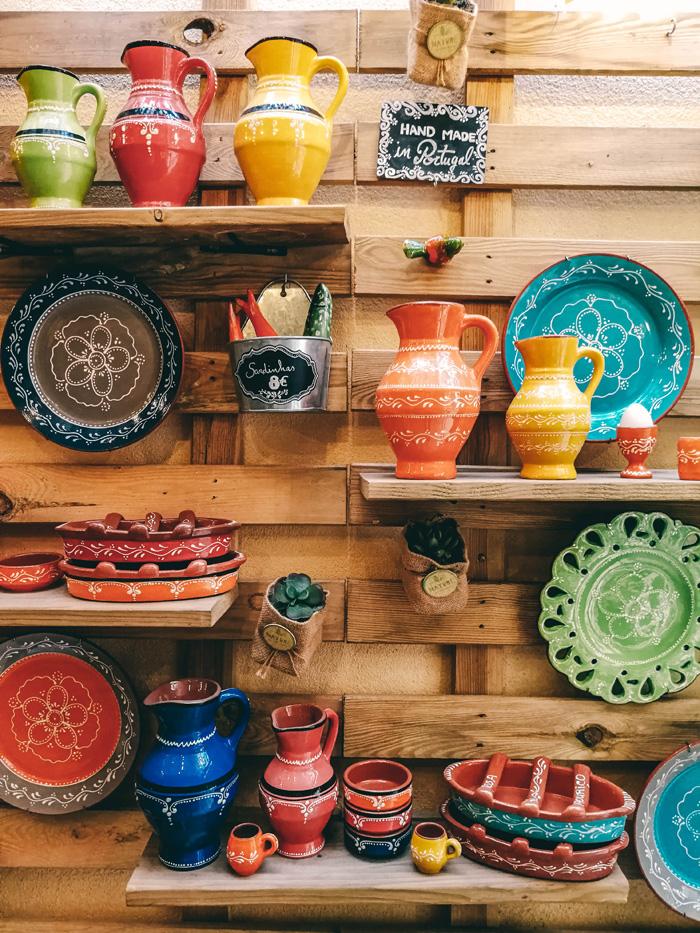 Bunte Töpferware in Sintra