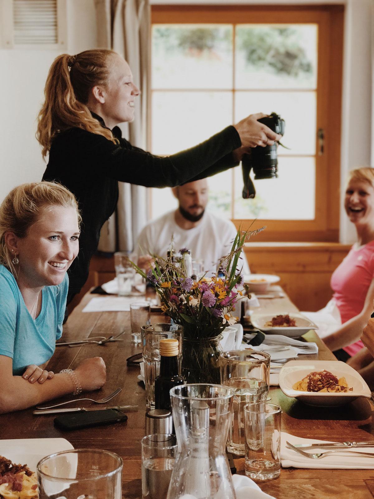 Blogger beim Mittagessen