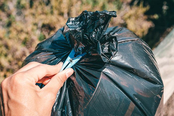 Müll zumachen mit Wäscheklammer