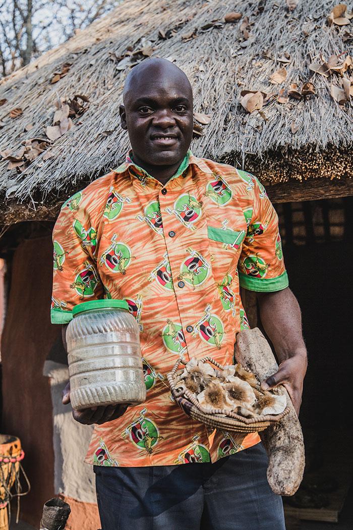 Bruno Siloka im Dorf Boma