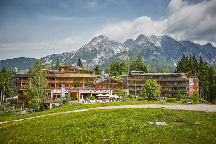 Holzhotel Forsthofalm aussen
