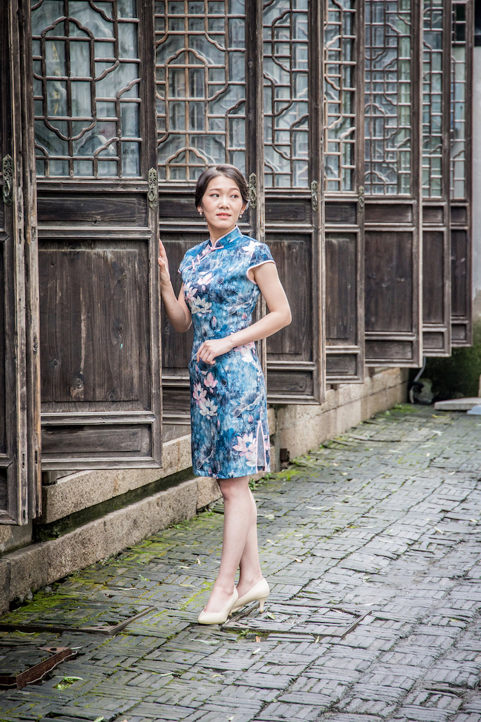 Chinesin in der Altstadt von Suzhou