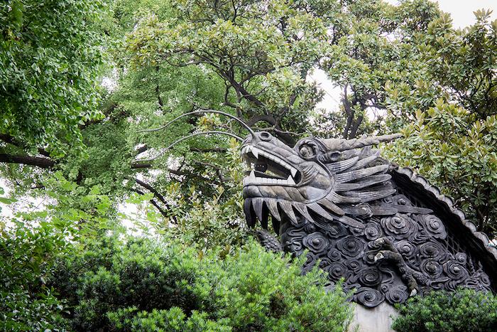 Drachenskulptur im Yu Garten Shanghai