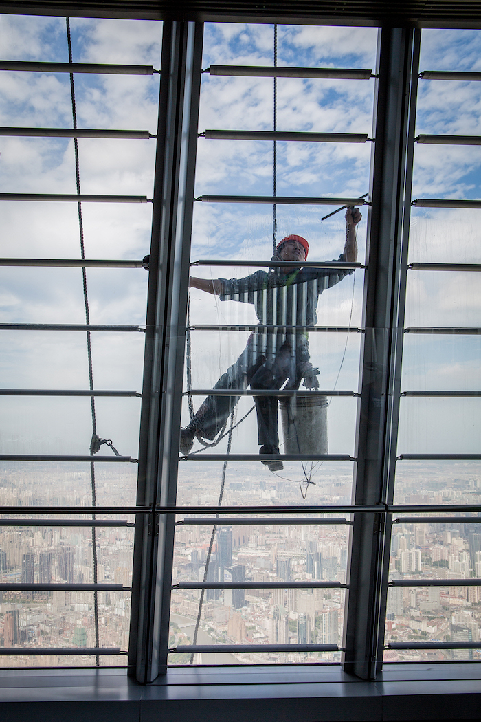 Fensterputzer am Shanghai Tower in China