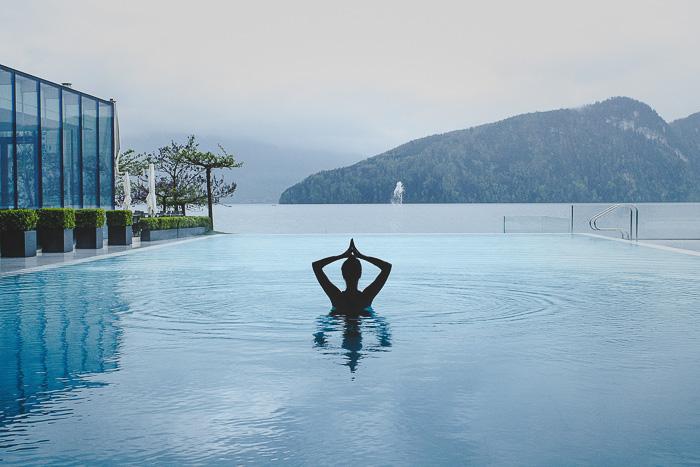 Infinity Pool im Park Hotel Vitznau in der Schweiz