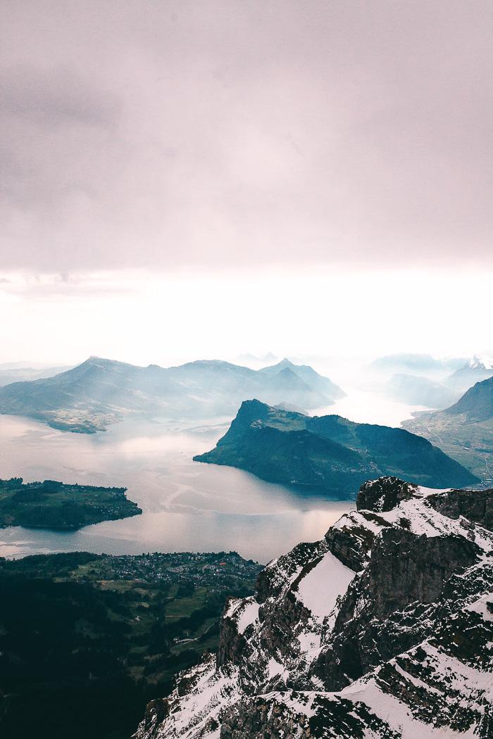 Der Vierwaldstättersee und die Aussicht auf die Berge