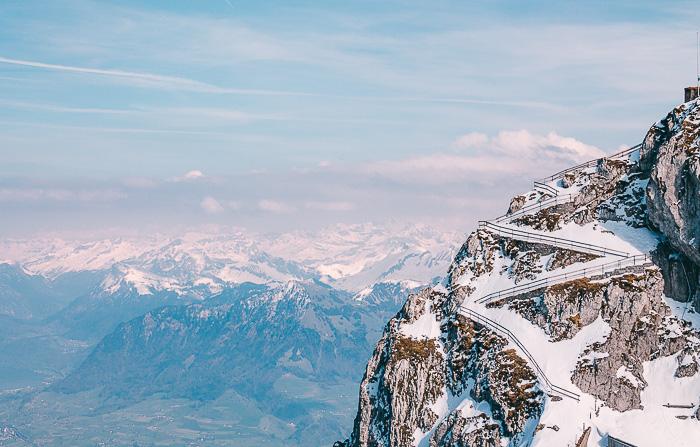 Schnee auf dem Gipfel des Pilatus Kulm