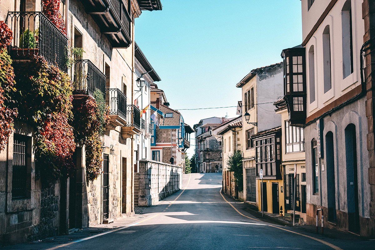 strasse in santillana del mar