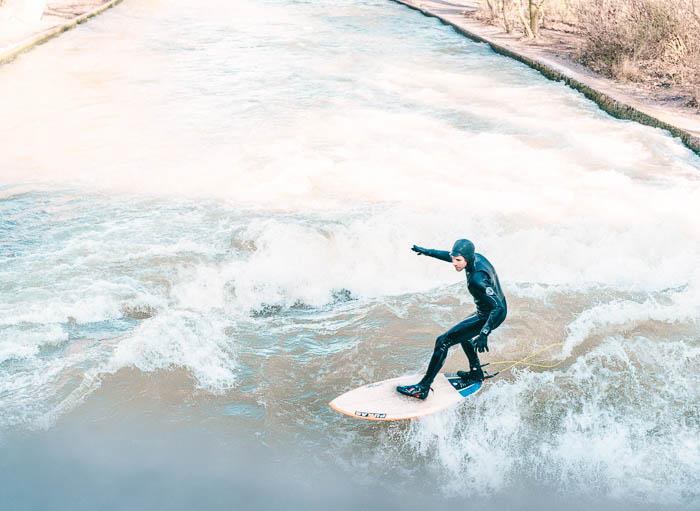 Surfer im Eisbach