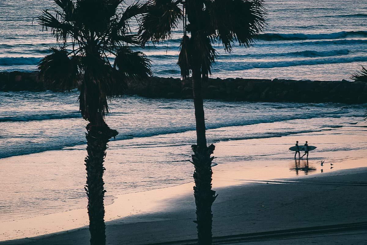 Surfer Sonnenuntergang Oceanside