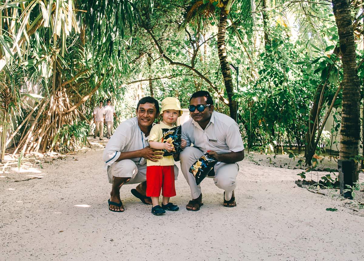 Maledivianer und Kind