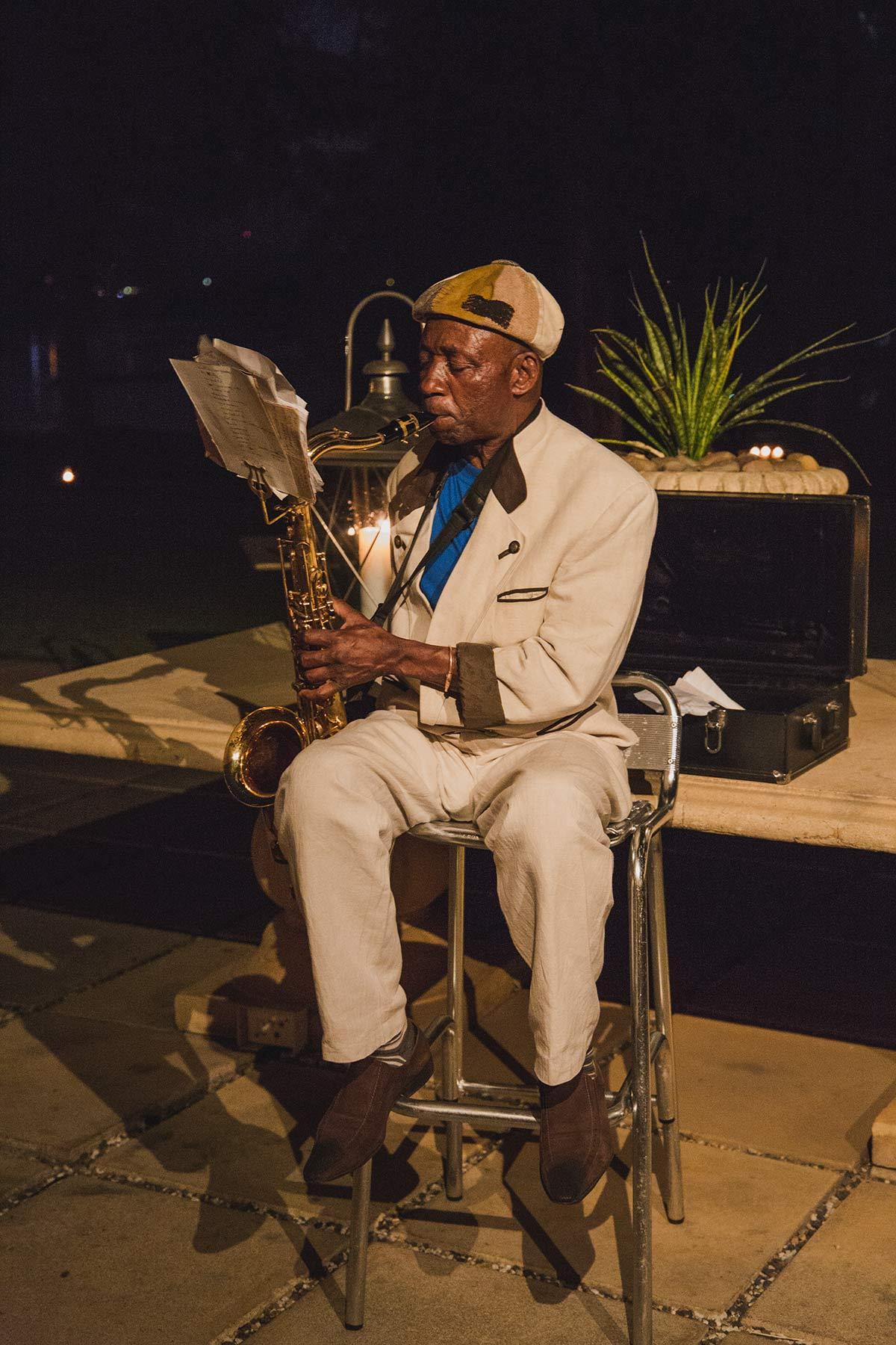 Saxophonspieler im Royal Livingstone Victoria Falls