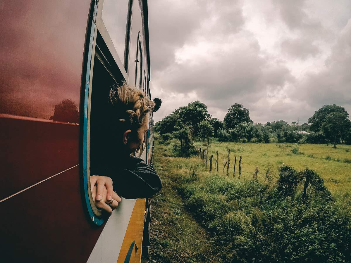 Sri Lanka Rundreise Zug fahren