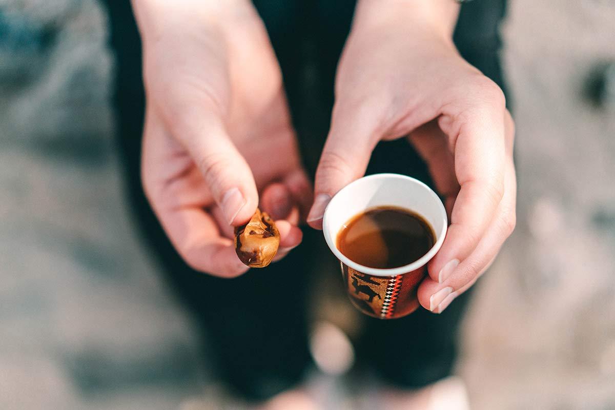 Kaffee und Datteln Oman