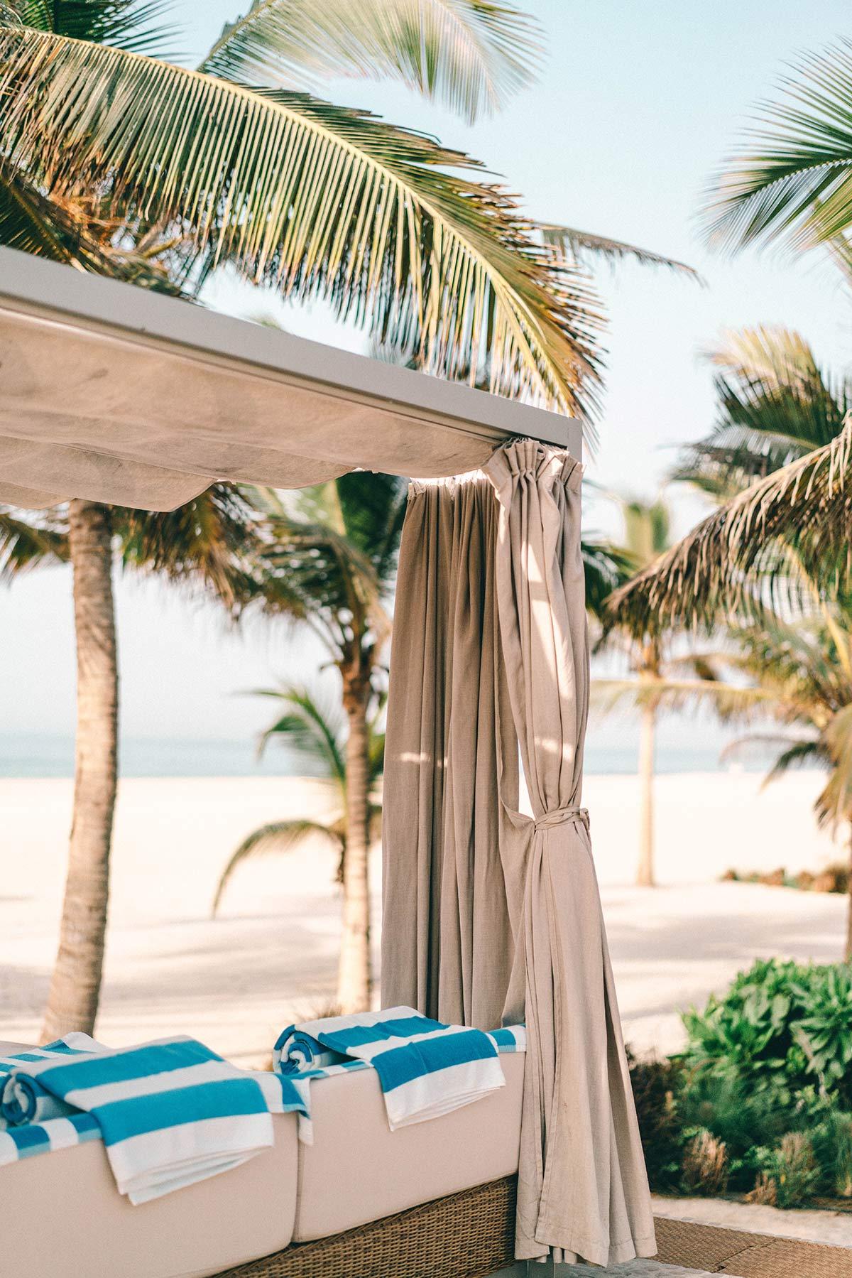 Strandliegen Al Baleed Resort Salalah by Anantara