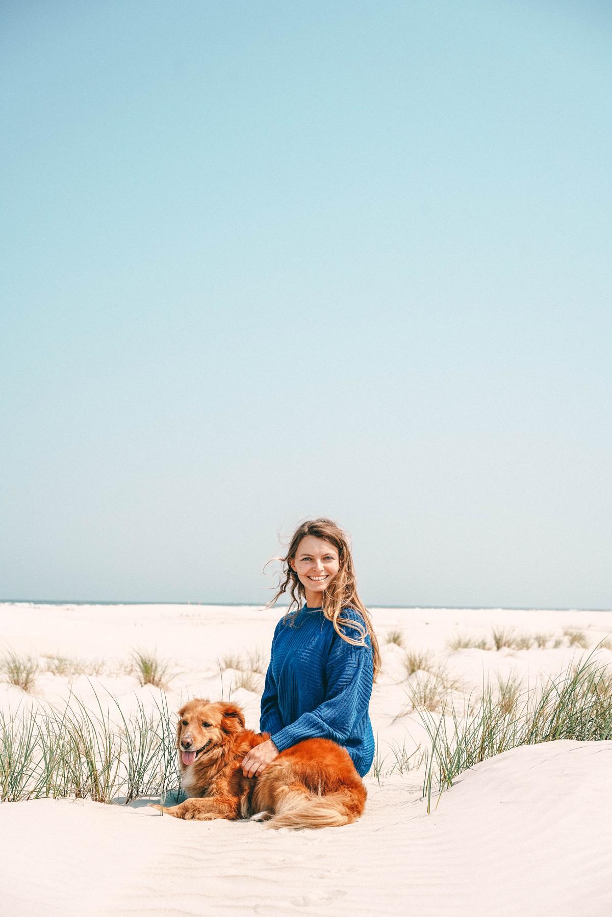 Christine Neder und Boris am Strand