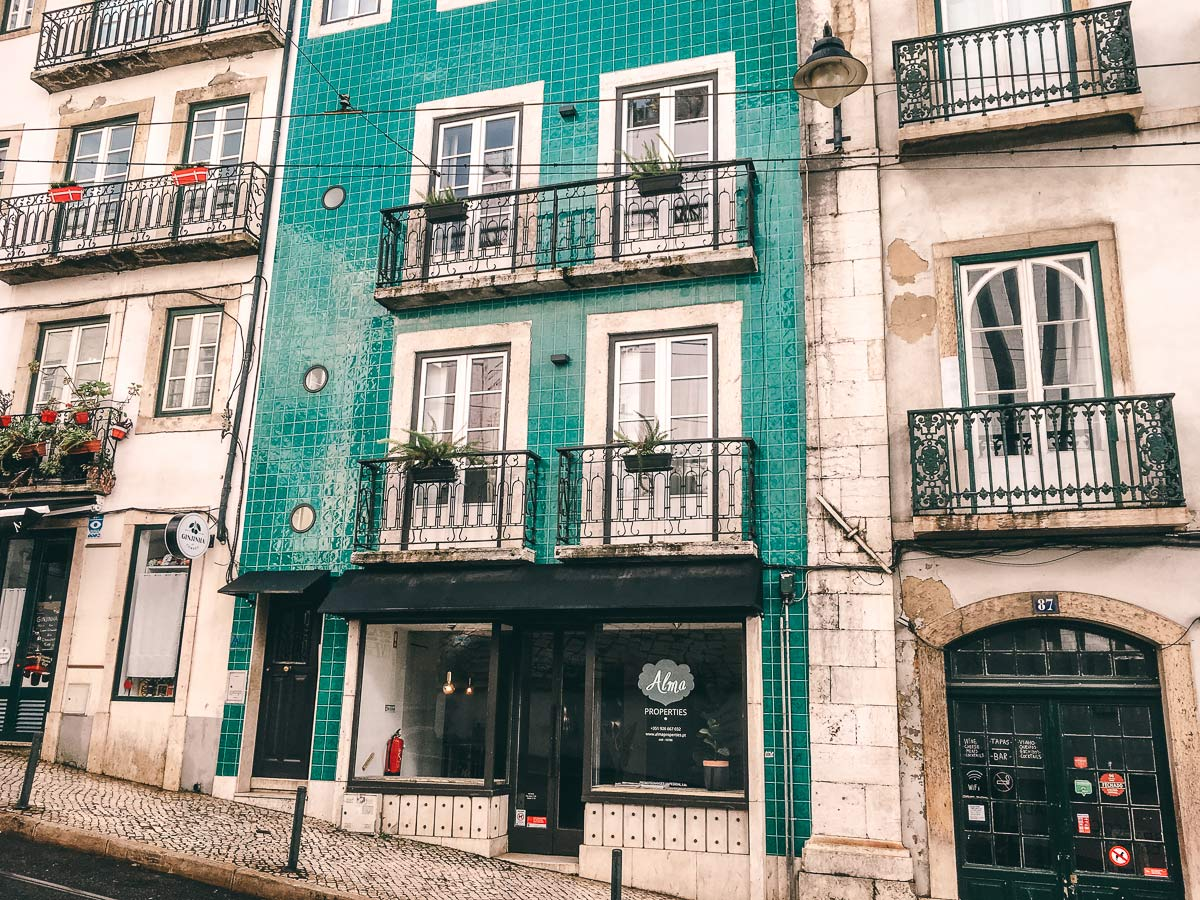 Farbige Hausfassaden Lissabon