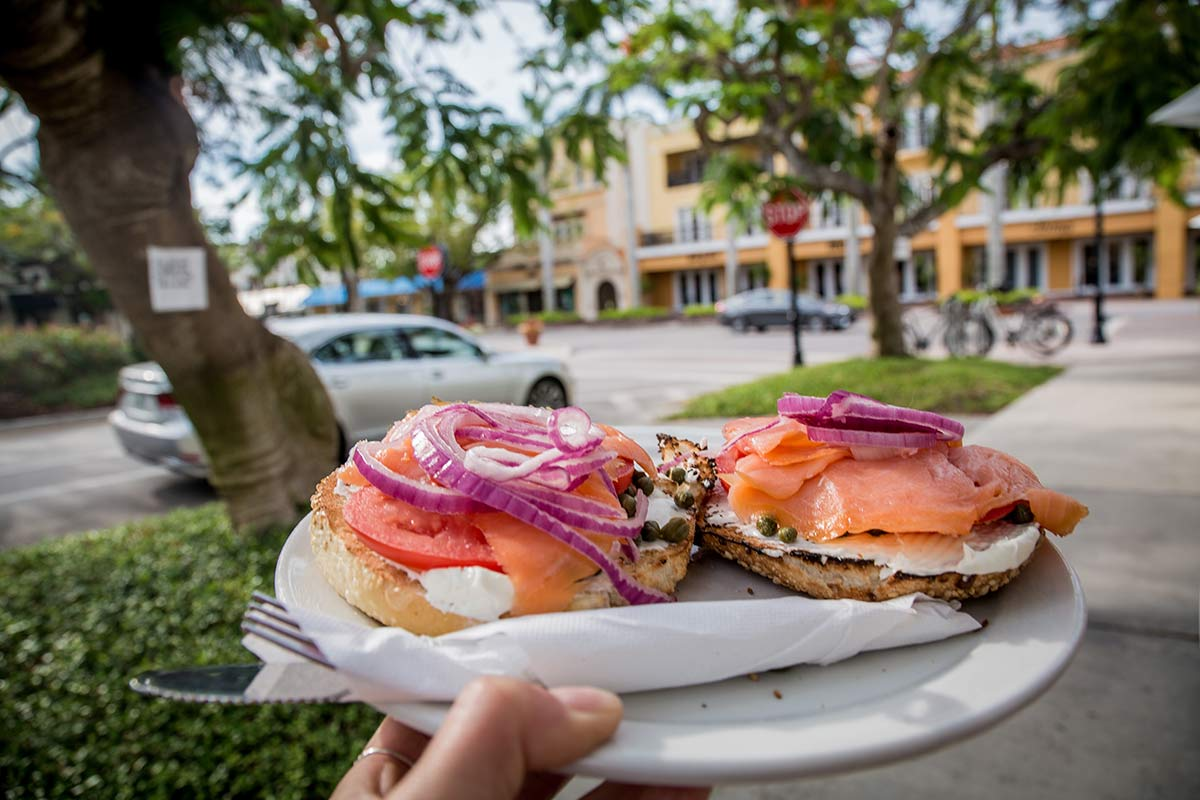 Bagel in der 5th Avenue Coffee Company Naples