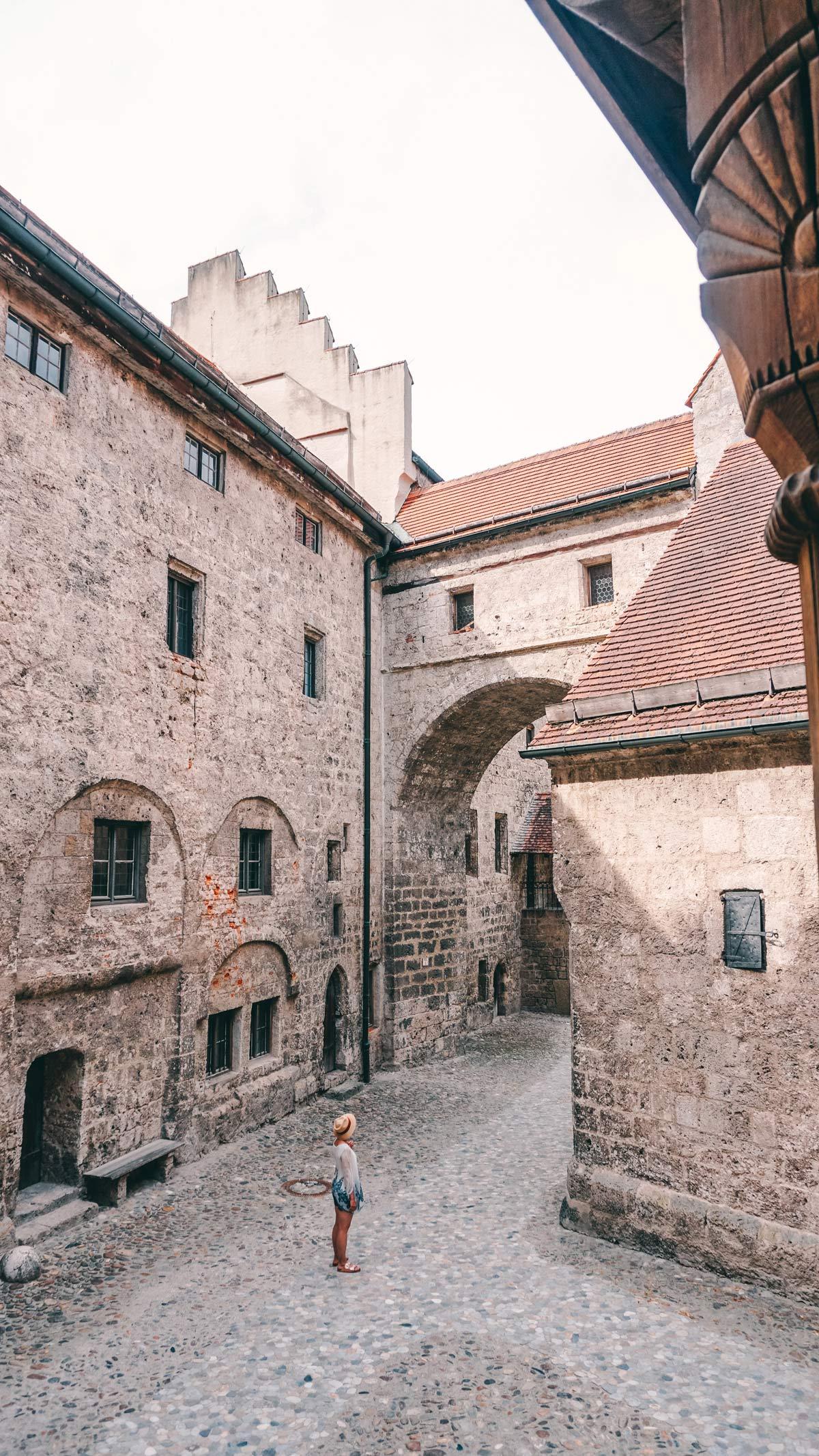Burghausen Burg Haupthof Gegenrichtung