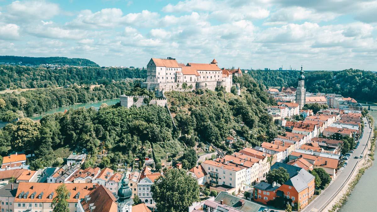 Burghausen Drohne ueber Altstadt