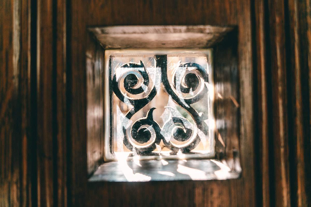 Ornament in der Tür der Abtei