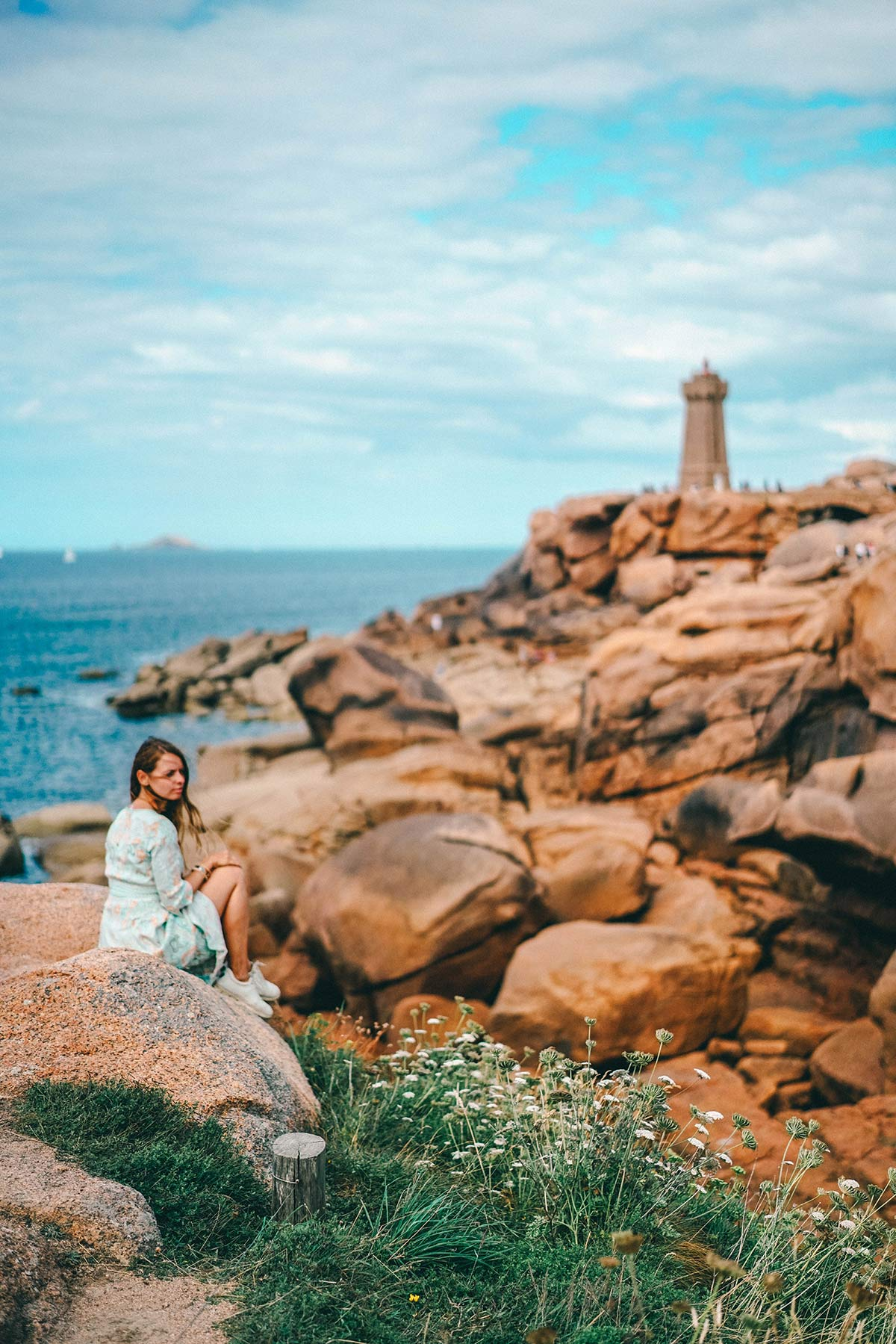 Leuchtturm an der Rosa Granitküste