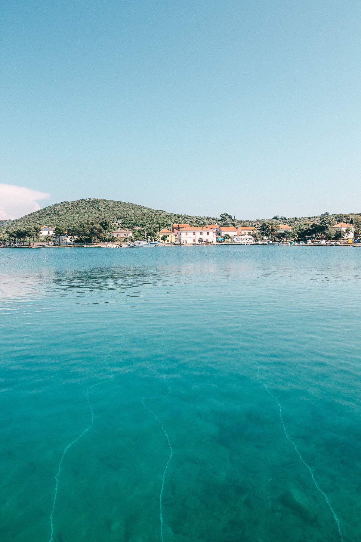 Glasklares Meer in Kroatien