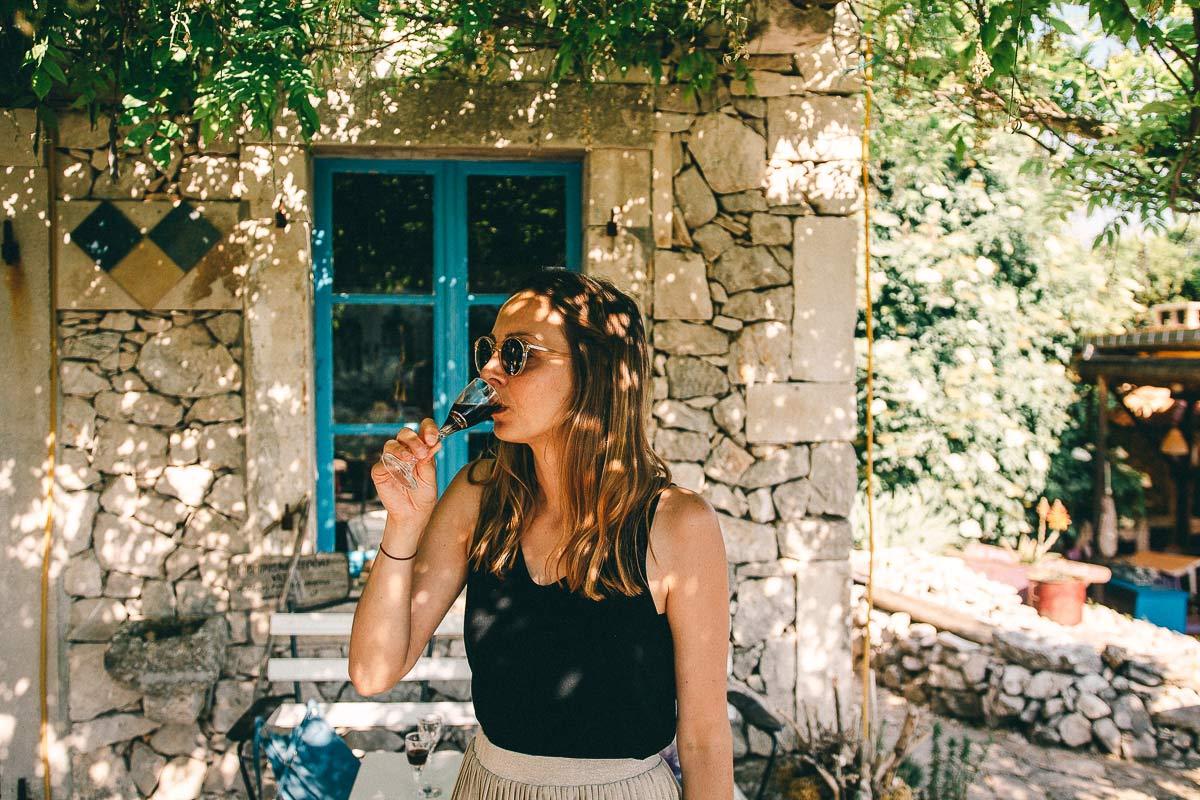 Selbstgerechter Myrtenlikör gibt es im Kräutergarten zu trinken