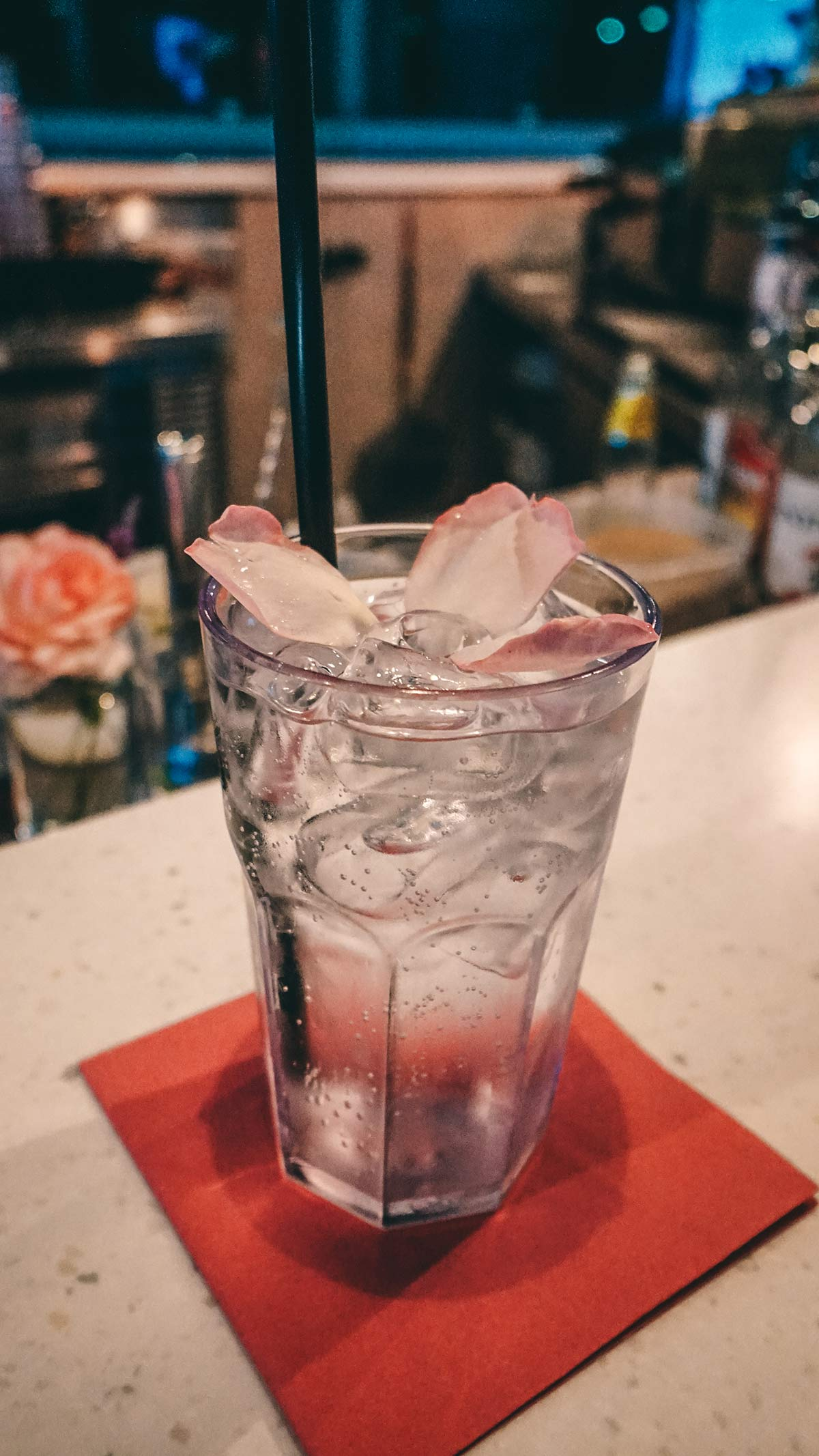Obermain Therme Poolbar Rosen Cocktail