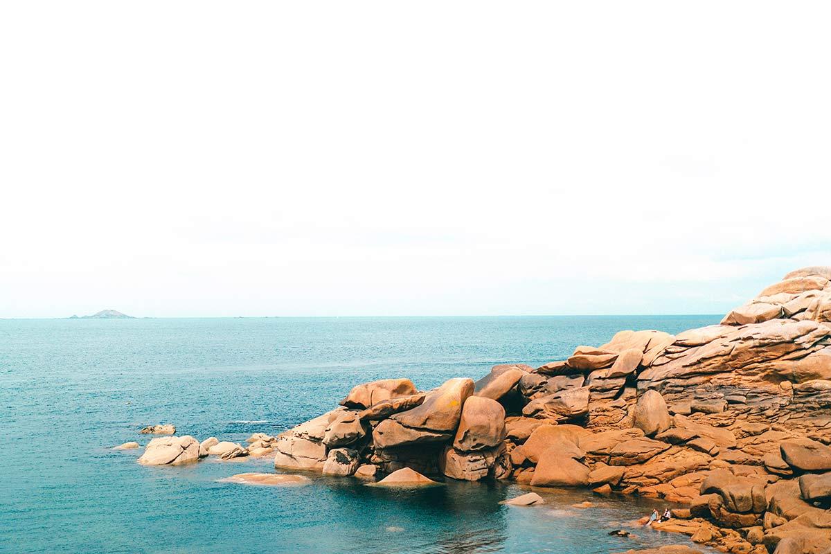 Landschaft der Rosa Granitküste