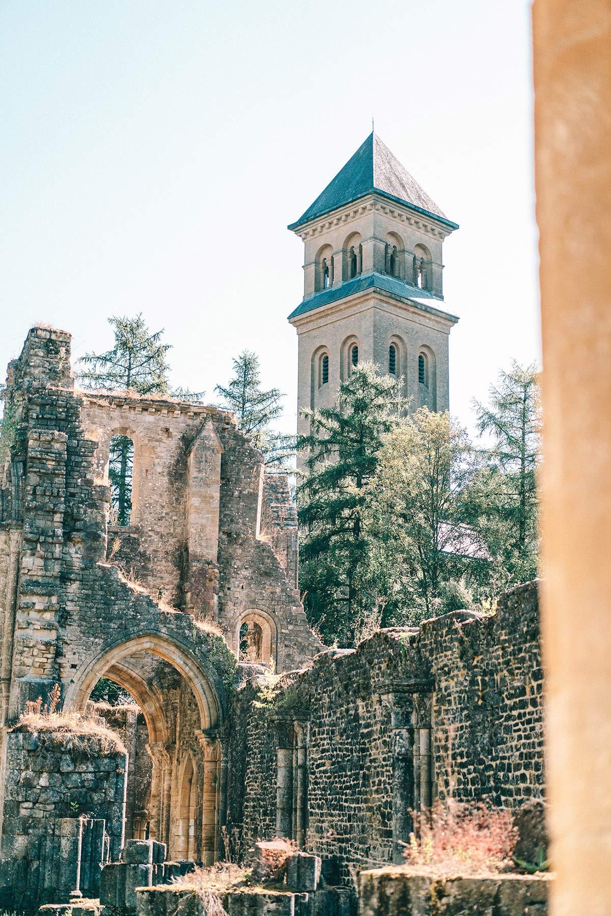 Runie der Abtei Oval
