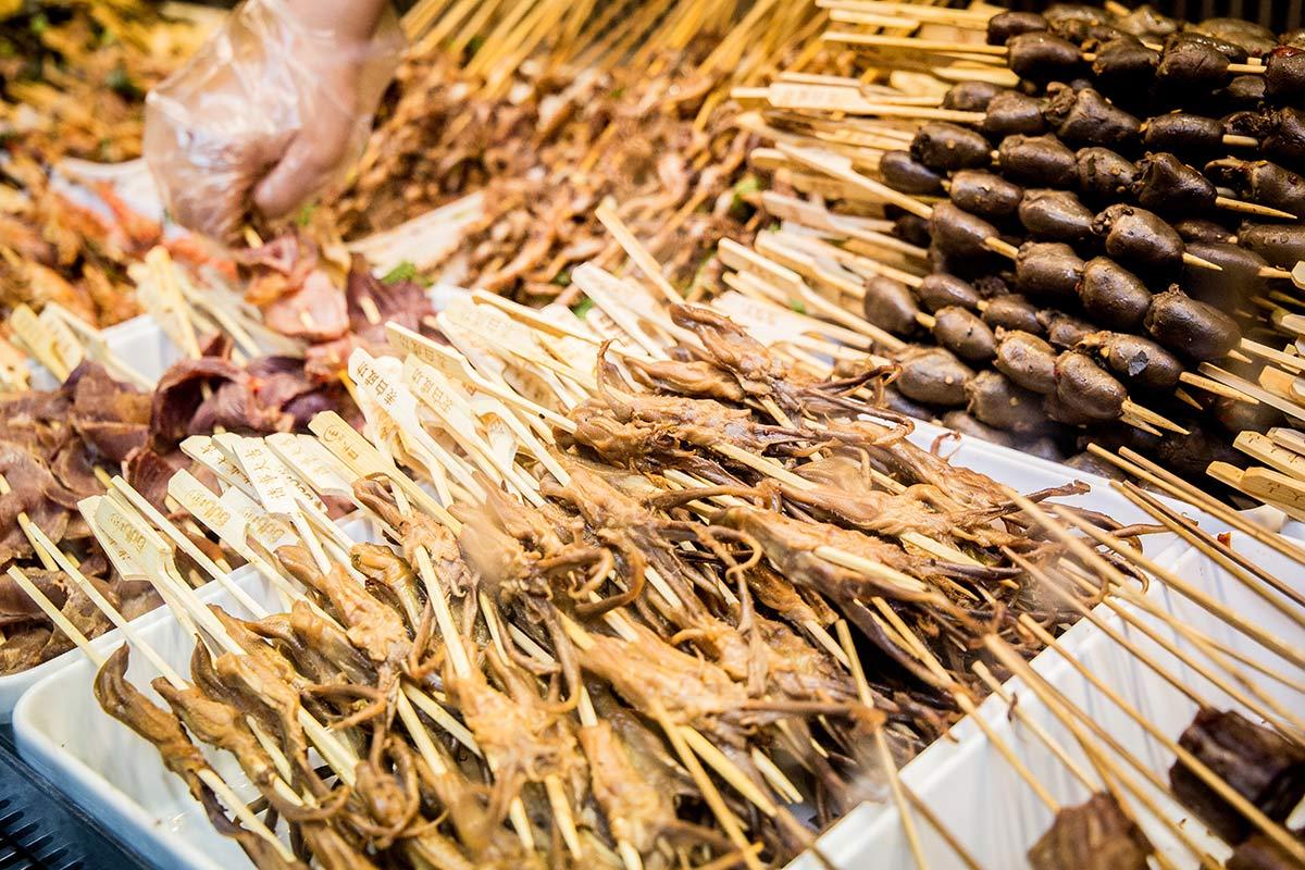 Snacks in der Jinlin Einkaufsstrasse in Chengdu