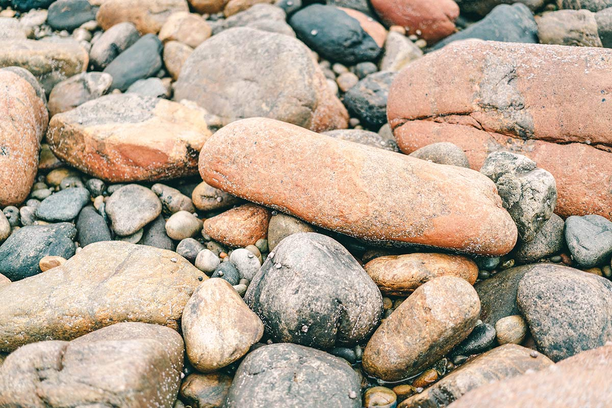Steine der Rosa Granitküste