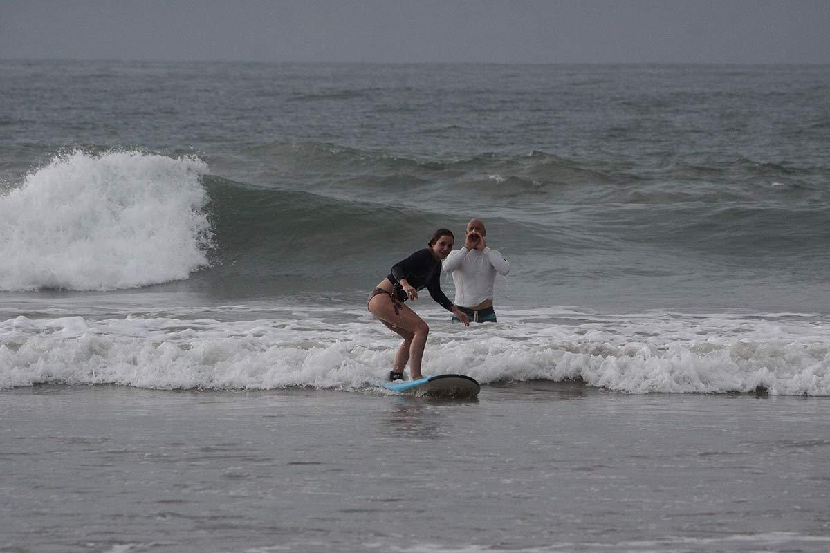 Surflehrer Steve beim Anfeuern