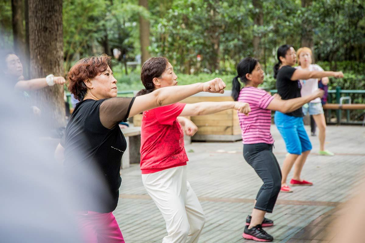Tanzende Frauen im People's Park in Chengdu