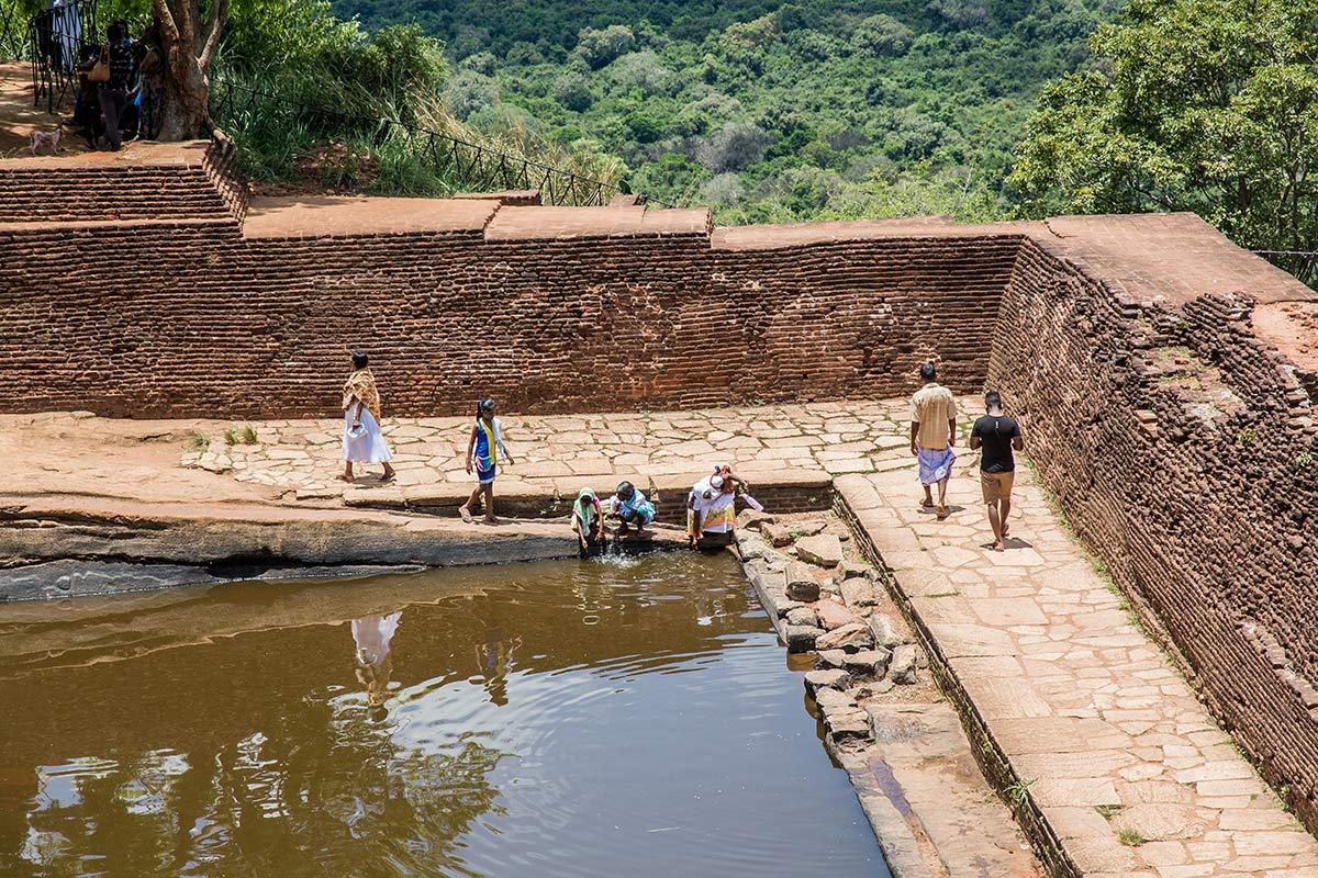 Wassersammelbecken auf Mount Sigiriya