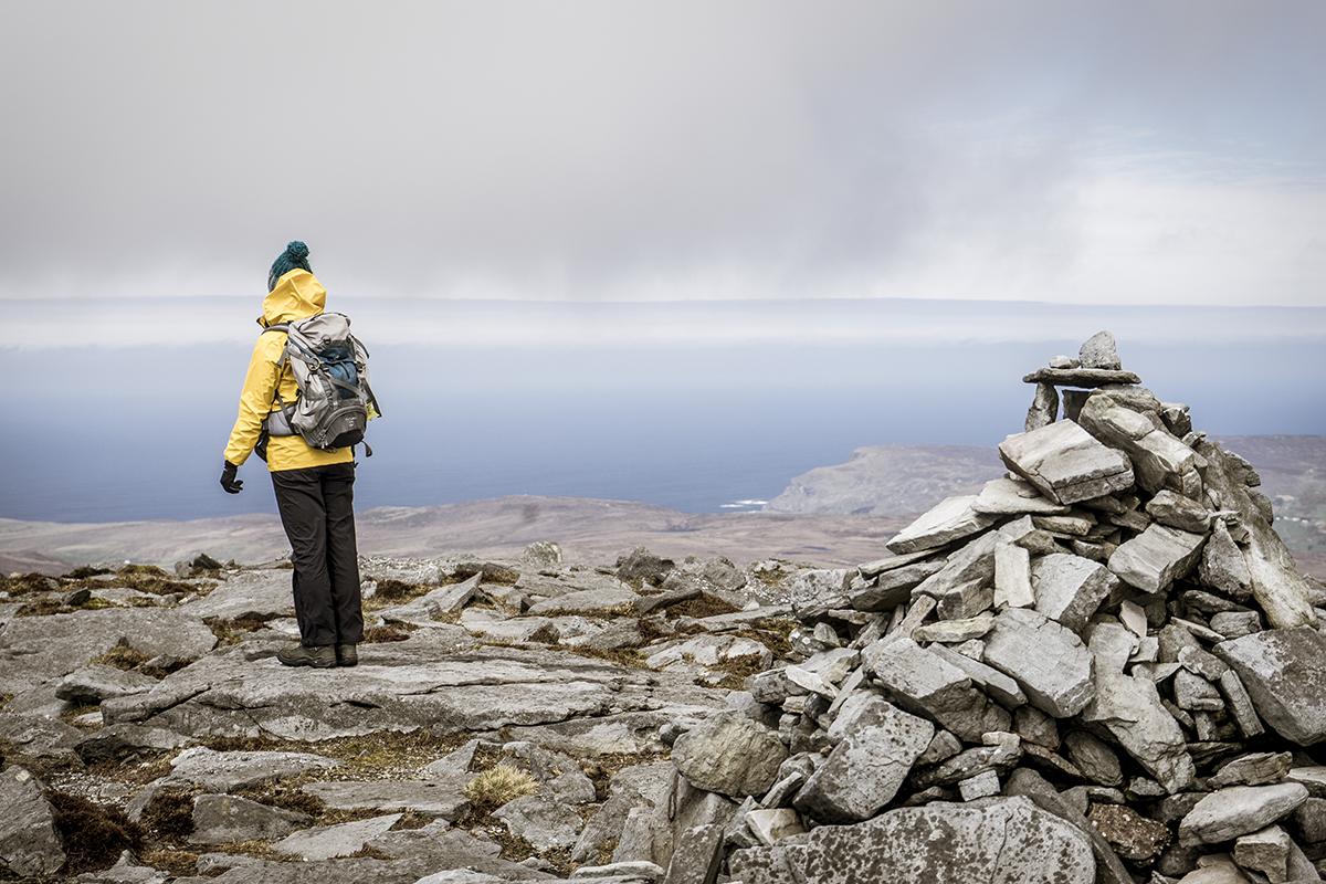 Irland Donegal Slieve Leage Klippen Steinmaennchen
