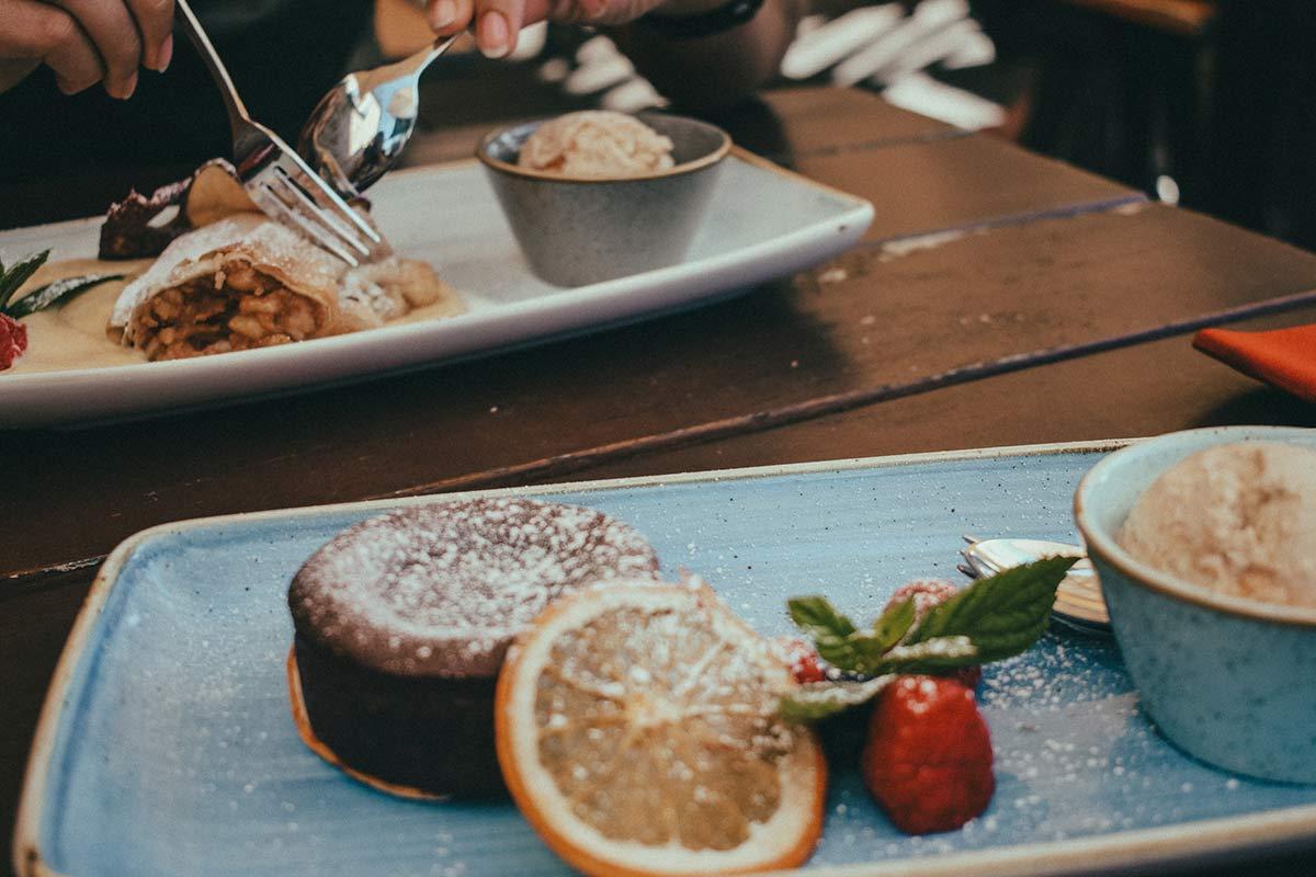 """Nachtisch im Restaurant """"Kahnfahrt"""""""