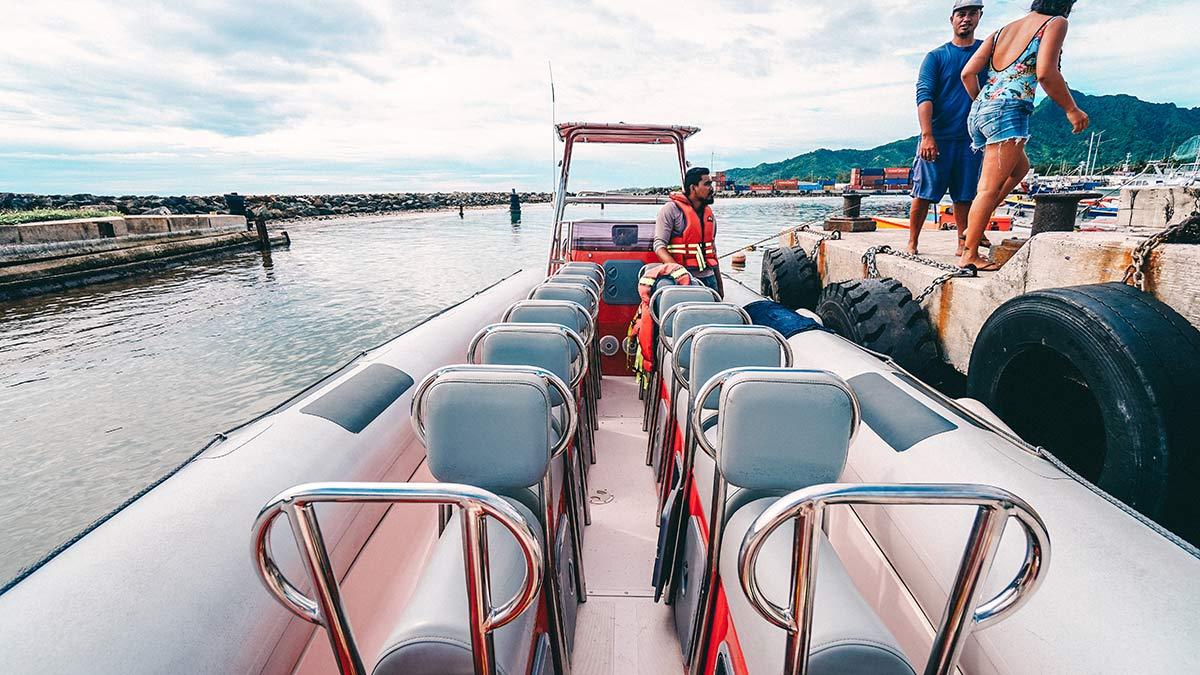 Speedboat Fahren vor Rarotonga