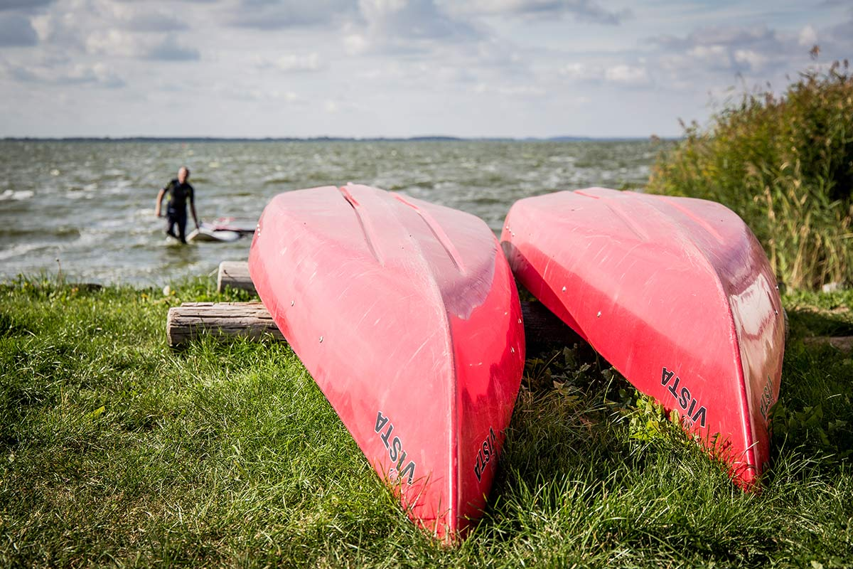 Wassersportler beim Cafe Knatter in Ueckeritz auf Usedom