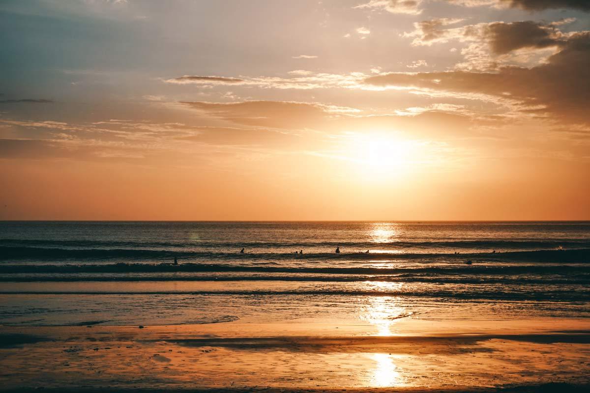 Sonnenuntergang beim Surfen