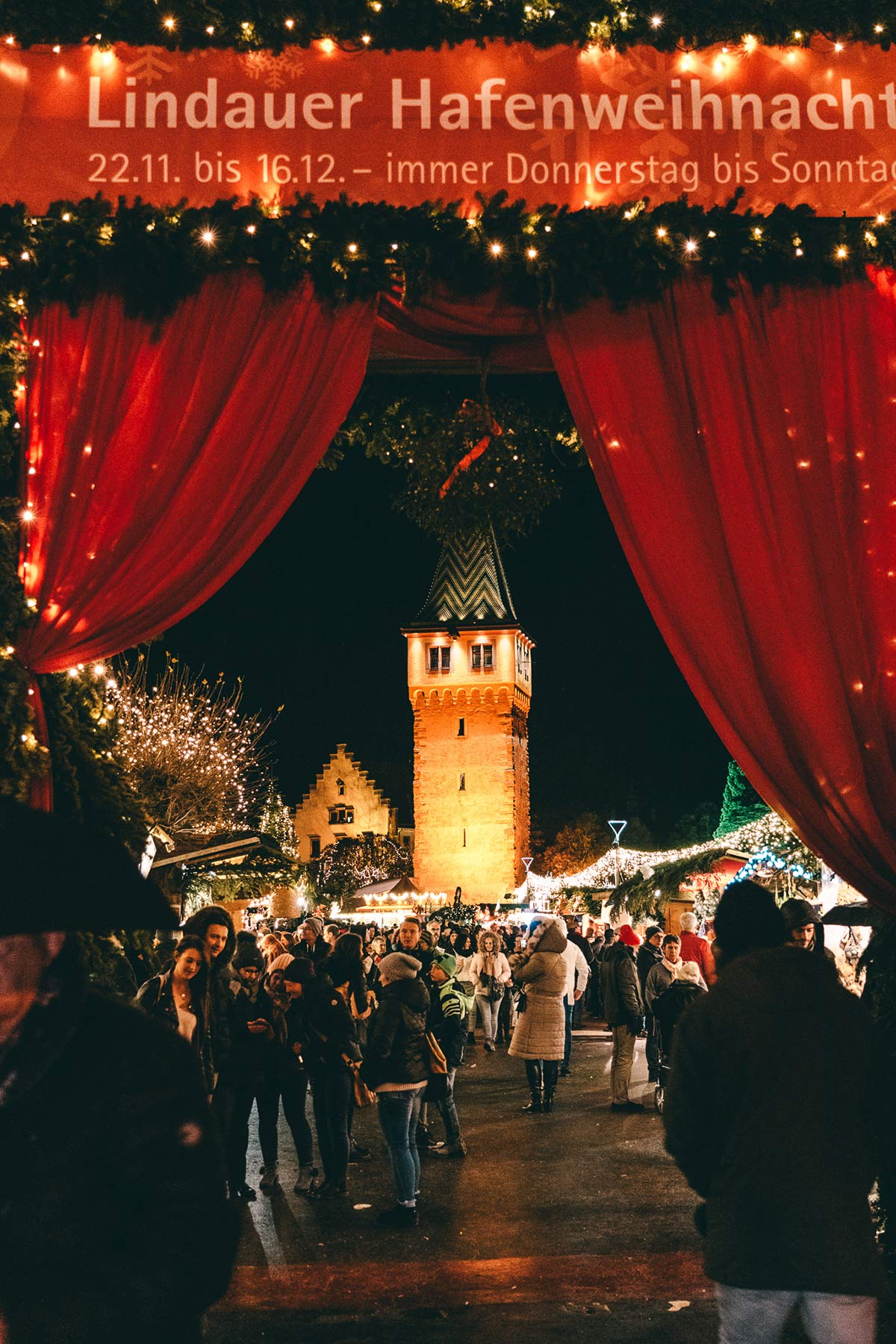 Lindauer Hafenweihnacht geschmueckter Eingang