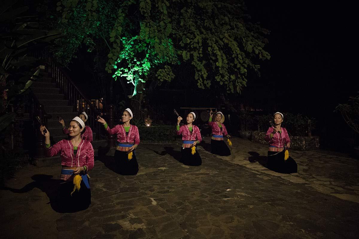 Taenzerinnen in der Mai Chau Lodge