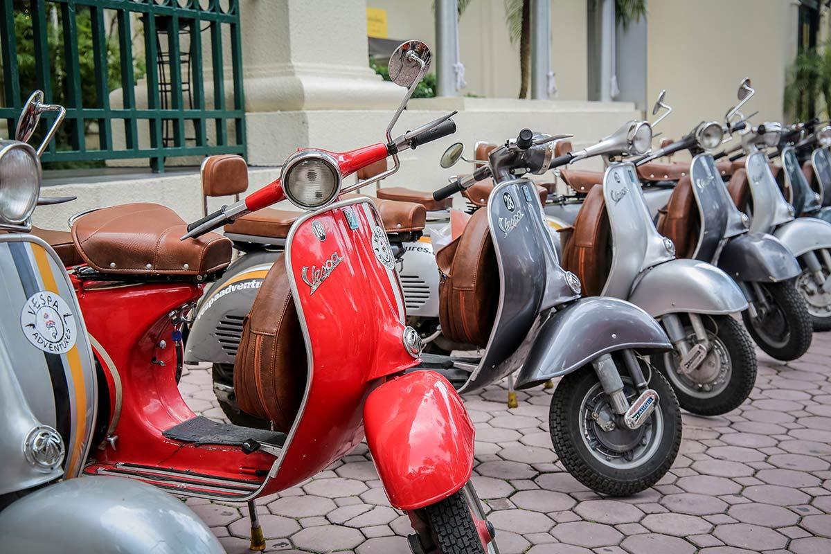 Vespas von Vespa Adventures Vietnam