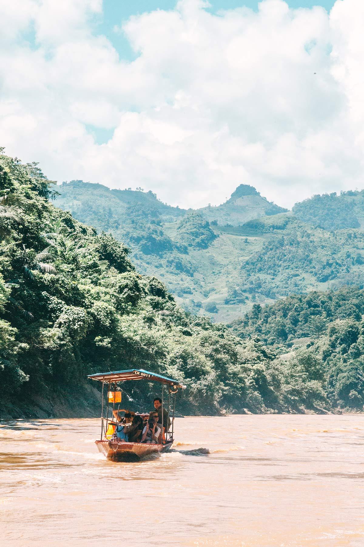 Bootsfahrt auf dem Fluss Chay in Vietnam