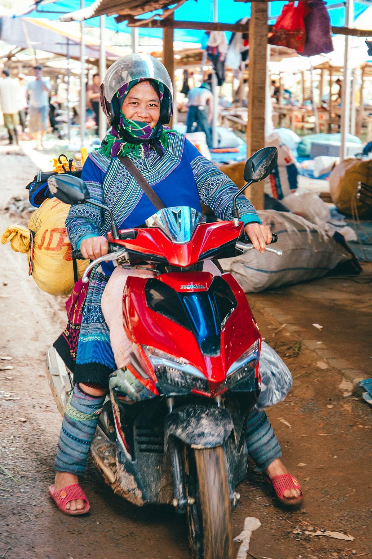 Frau auf dem Markt Cho Coc Ly Vietnam