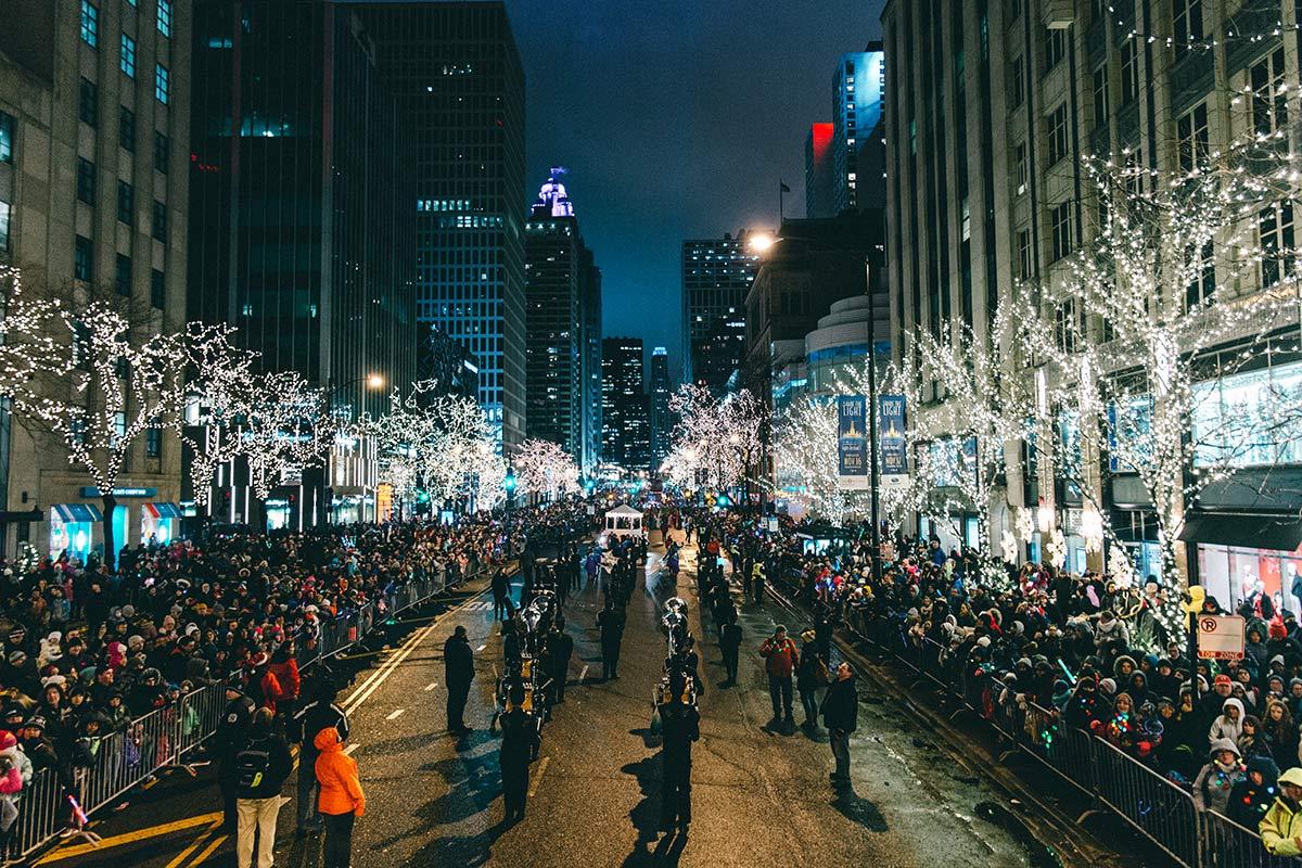 Lichterketten auf dem Magnifcent Mile Lights Festival Chicago